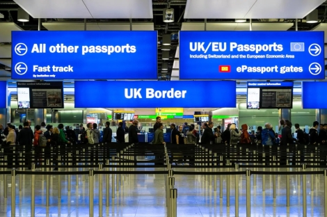 Antrian Imigrasi