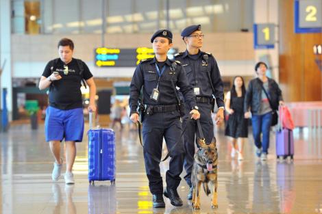 Petugas Imigrasi Patroli